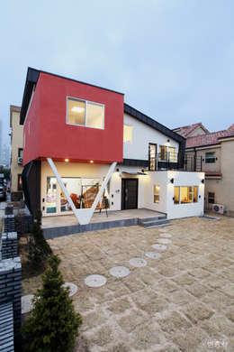 동탄주택: 춘건축의  주택