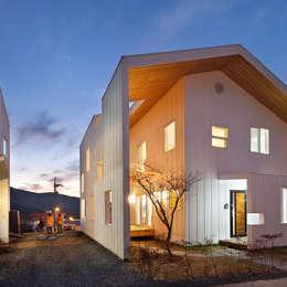 Projekty, nowoczesne Domy zaprojektowane przez 리을도랑아틀리에