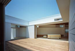 F-WHITE: 山本卓郎建築設計事務所が手掛けたベランダです。