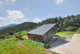 Casas de estilo moderno por PRAUD