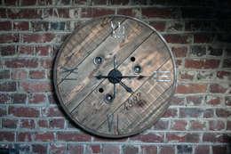 """Horloge """"Initio"""": Salon de style de style Industriel par Atelier du Parfond"""