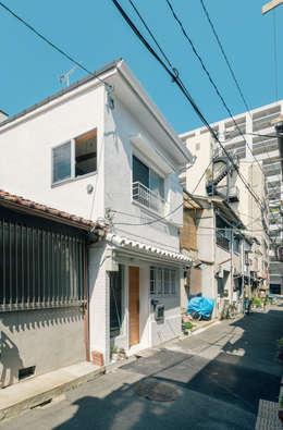 Case in stile in stile Eclettico di coil松村一輝建設計事務所