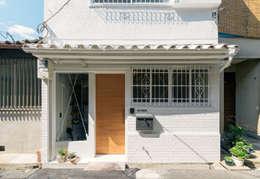 玄関ファサード: coil松村一輝建設計事務所が手掛けた家です。