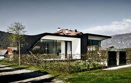 Casas de estilo minimalista por Peter Pichler Architecture