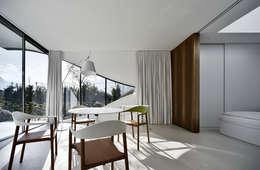 minimalistische Esszimmer von Peter Pichler Architecture