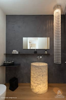 Bad - Powder Room: moderne Badezimmer von Langmayer Immobilien & Home Staging