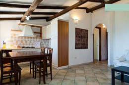 Cocinas de estilo mediterráneo de Archenjoy - Studio di Architettura -