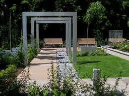 Ogród nowoczesny: styl , w kategorii  zaprojektowany przez Sungarden - Projektowanie i urządzanie ogrodów