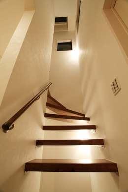 品川の住処: 株式会社ハウジングアーキテクト建築設計事務所が手掛けた廊下 & 玄関です。