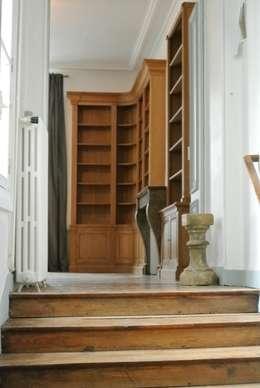 Bibliotheque: Salon de style de style Classique par BEDUCHAUD EBENISTE