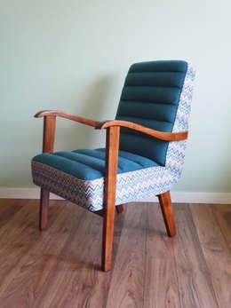 Fotel Niebieski Zig-Zag: styl , w kategorii Salon zaprojektowany przez Pracownia Foteli