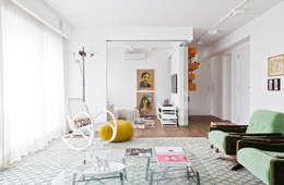 Salon de style de style Moderne par Flávia Gerab