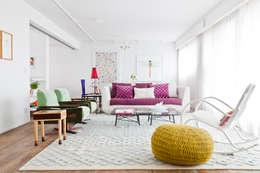Salas de estilo moderno por Flávia Gerab
