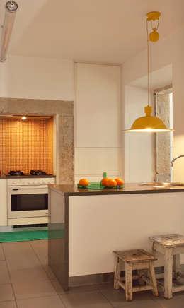 Cocinas de estilo ecléctico por Tiago Patricio Rodrigues, Arquitectura e Interiores