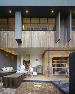 Patios by Shaun Lockyer Architects
