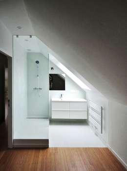 cool: Salle de bains de style  par m architecture