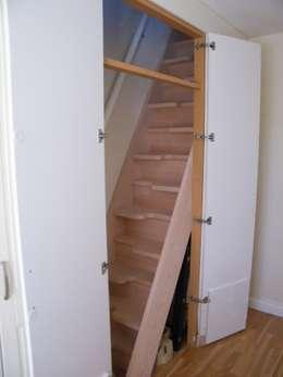 Vestíbulos, pasillos y escaleras de estilo  por TKstairs