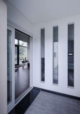 走廊 & 玄關 by KDDH Architects