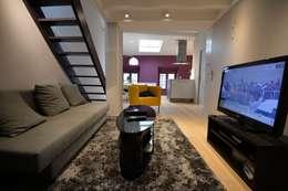 Amenagement d'un appartement sous les toits: Salle multimédia de style  par YF Aaidg (atelier D'architecture Interieur Et De Design Global