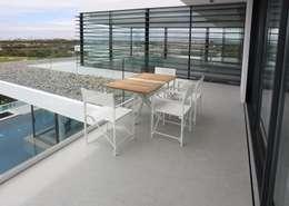 OUTDOOR MÖBEL : moderner Balkon, Veranda & Terrasse von Bolz Licht & Design GmbH