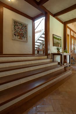 Pasillos y vestíbulos de estilo  por PM Arquitetura