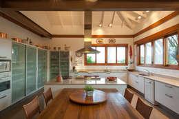 Cocinas de estilo rústico por PM Arquitetura