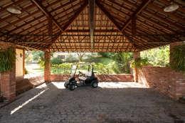 Garajes y galpones de estilo  por PM Arquitetura