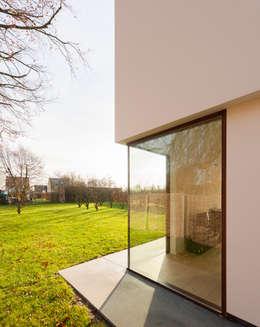 maison PJP: Maisons de style de style Moderne par P8 architecten