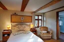 Wiejska chata: styl , w kategorii Sypialnia zaprojektowany przez Studio Projektowe RoRO interior + design