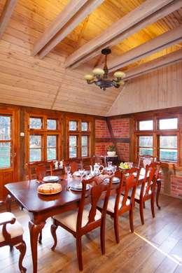 Wiejska chata: styl , w kategorii Jadalnia zaprojektowany przez Studio Projektowe RoRO interior + design
