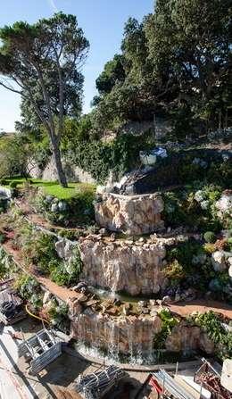 cascade : Jardin de style de style Méditerranéen par JUNGLE ART