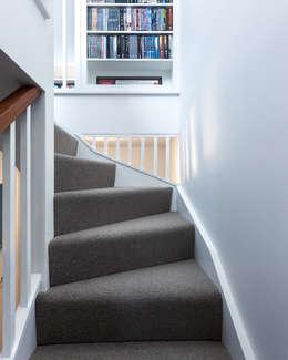 Corridor & hallway by APE Architecture & Design Ltd.