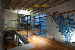 Corridor & hallway by PM Arquitetura