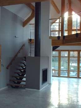Pasillos y recibidores de estilo  por SAS d'architecture lionel Bouchié