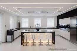 minimalistic Kitchen by Decoussemaecker Interieurs