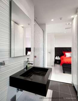 Ванные комнаты в . Автор – Decoussemaecker Interieurs