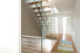 Projekty,  Korytarz, przedpokój zaprojektowane przez Architekturbüro J. + J. Viethen