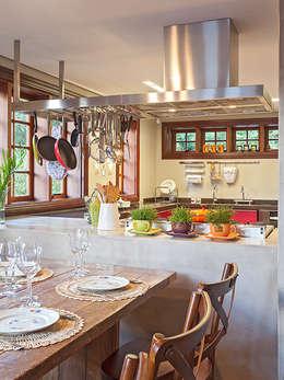 Isabela Bethônico Arquitetura: modern tarz Yemek Odası