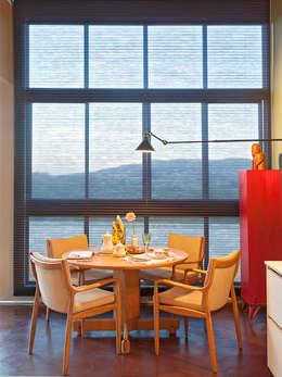CASA COR - LOFT MULHER MODERNA: Salas de jantar modernas por Isabela Bethônico Arquitetura
