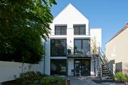 Projekty, nowoczesne Domy zaprojektowane przez Architekturbüro J. + J. Viethen