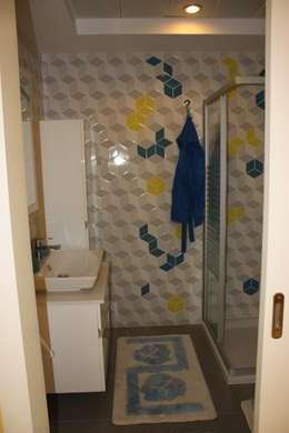 modern Bathroom by AYAYAPITASARIM
