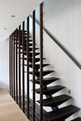 Koridor dan lorong by Atelier d'architecture Pilon & Georges