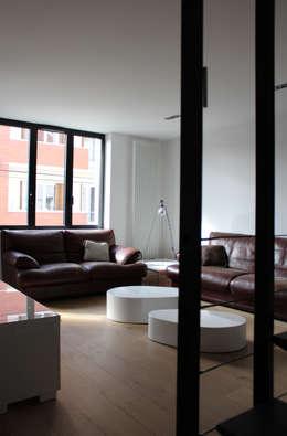 Гостиная в . Автор – Atelier d'architecture Pilon & Georges