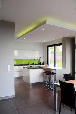 Maison individuelle - Région toulousaine: Cuisine de style de style Moderne par Atelier d'architecture Pilon & Georges