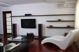 Дизайн интерьера квартиры с видом на Волгу: Гостиная в . Автор – Студия Павла Исаева