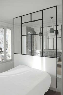 minimalistische Slaapkamer door Yeme + Saunier