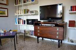 Restyling Mobili di Raddi Federica: modern tarz Oturma Odası