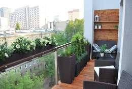 """Aranżacja balkonu """"po francusku"""": styl , w kategorii Taras zaprojektowany przez Ogrody Przyszłości"""