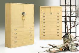 黄金の桐たんす: 桐里工房が手掛けたドレスルームです。