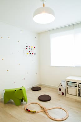modern Nursery/kid's room by 지오아키텍처